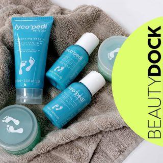 We know you would love to have a pedicure.👣 We have a super Mini Pedi Kit which is perfect for a home pedi and even better we have 10%  Mini Pedi Kit for the ultimate pampering experience.  Kit includes: 💙 Refreshing Soak 50ml – with Marine Collagen and Vitamins 💙 Sugar Scrub 65g – with Vitamin E and Marine Collagen 💙 Massage Lotion 50ml – with Sweet Almond Oil, Jojoba Oil and Vitamins 💙 Hydrating Mask 50ml – with Hyaluronic Acid, Shea Butter and Vitamins 💙 Smoothing Cream 75ml – with Fruit AHA's, Shea Butter and Vitamins  🇮🇪 Shipped from Ireland  #beautydock #lycon #lycopedi #pedicure #homepedi #homepedicure #stepintospring #hyaluronicacid #marinecollagen #scrub #mask #cream